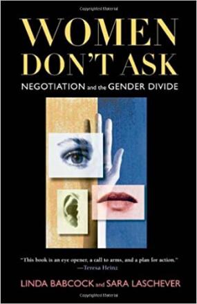 Why Women Don't Ask: Negotiation and the Gender Divide (Por que mulheres não pedem: negociação e divisão de gênero, em tradução livre) – Linda Babcock e Sara Laschever