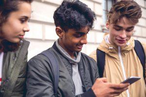 Dá para usar o TikTok na educação? Entenda as características do app e como usá-lo na educação