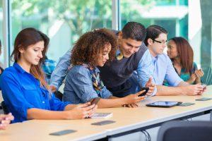 Curador, facilitador, mediador? Entenda o novo papel do professor no século XXI
