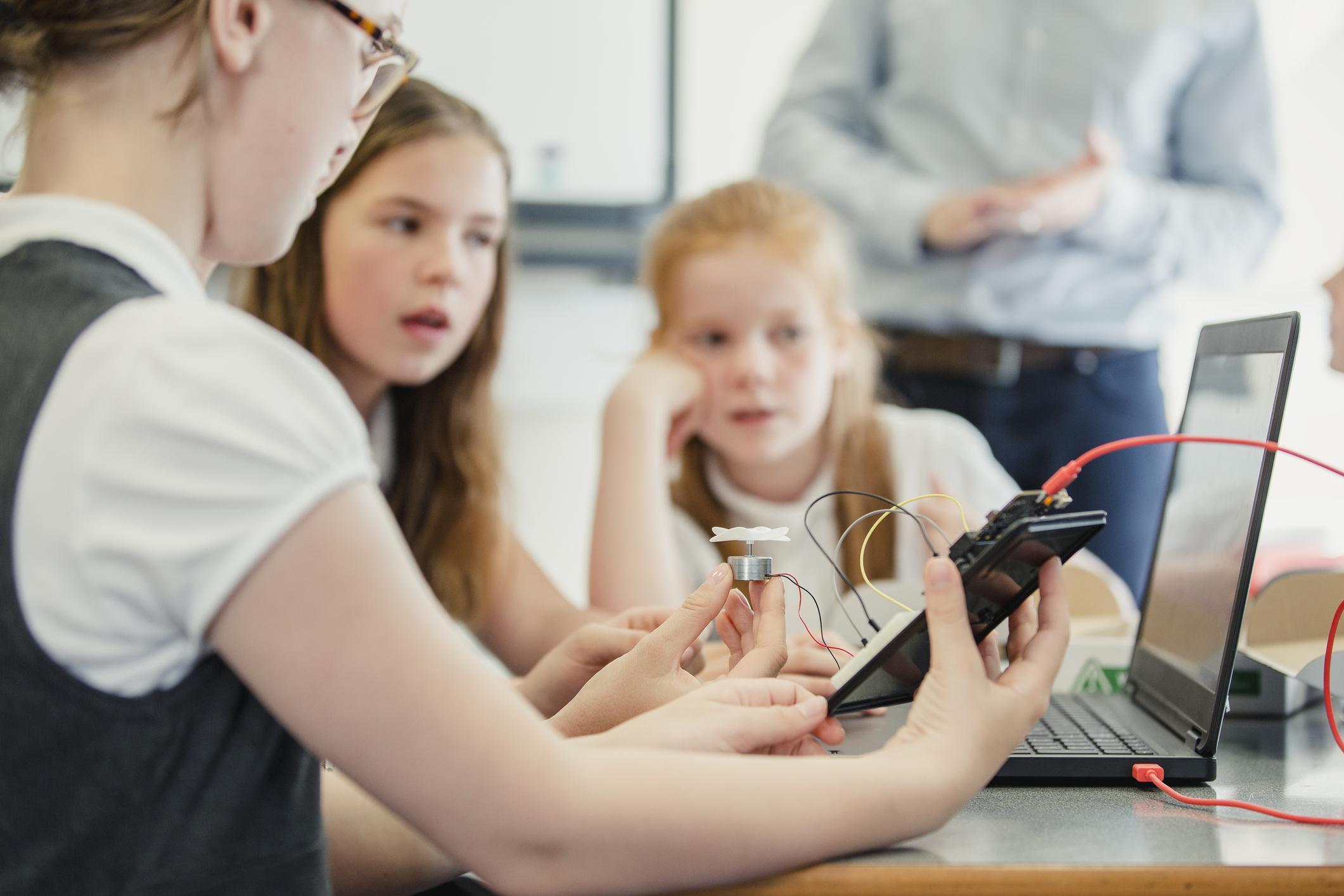 Ensino híbrido: o que falta para as escolas adotarem o modelo