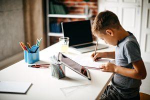 Aula por webinar e lives: conheça algumas estratégias e ferramentas