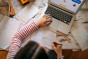 Estudar em casa: quais competências as aulas on-line podem ajudar a desenvolver