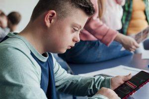 Apps para inclusão social na educação: conheça 7 ferramentas
