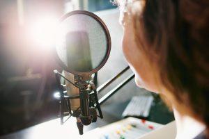 Podcasts no ensino médio: conheça a experiência de uma professora mineira na pandemia