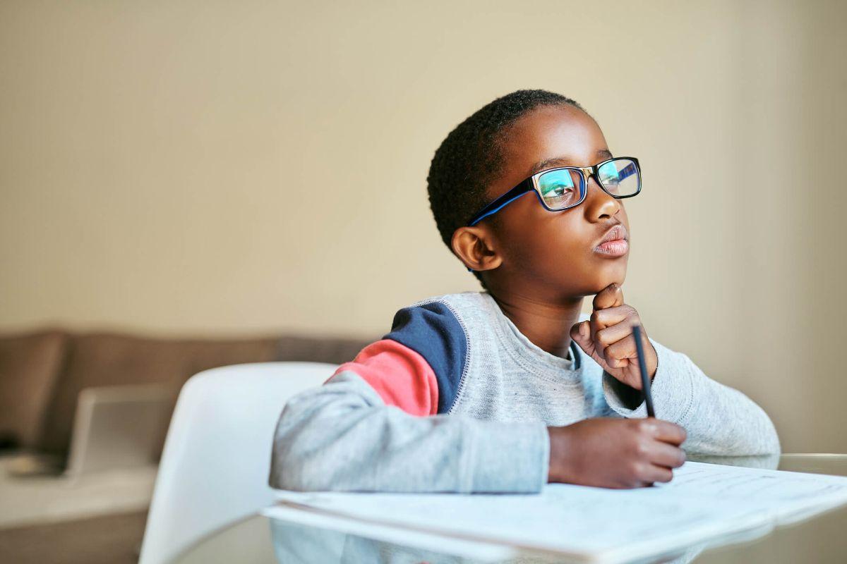 Pensamento crítico em crianças e adolescentes: como desenvolver?