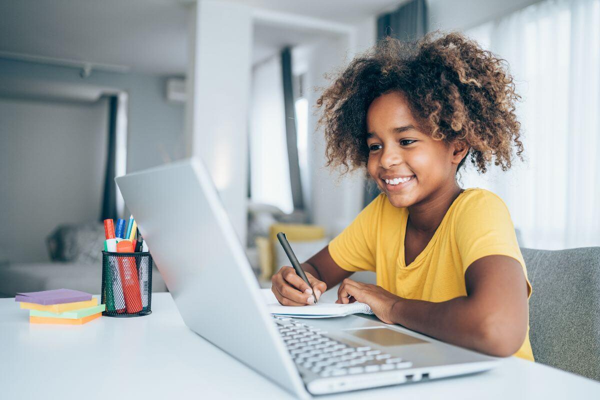 Possibilidades do Ensino Híbrido no Currículo Escolar – Adriano Canabarro Teixeira