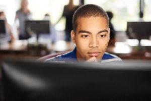 Estado oferece cursos gratuitos de TI para alunos do ensino médio