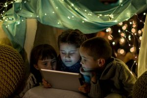 """""""Historinhas pra Contar"""": pais criam comunidade de leitura digital gratuita"""