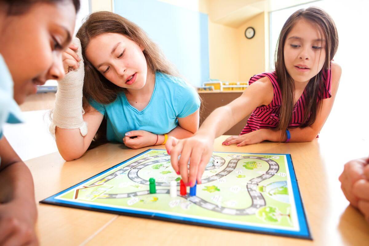 Professora cria mapa gamificado para ensinar uso correto de parágrafos